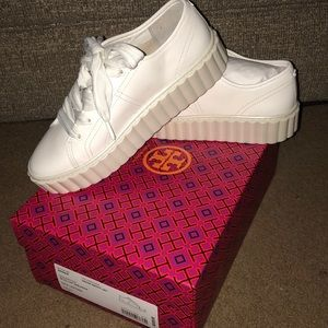 BRAND NEW TORY BURCH WHITE SNEAKERS!!